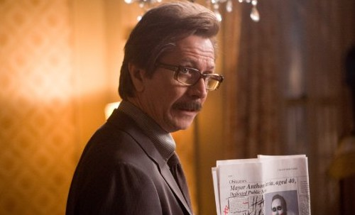 Gary Oldman como James Gordon