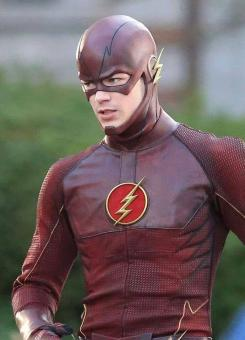 Grant Gustin como Flash en el set del piloto de The Flash