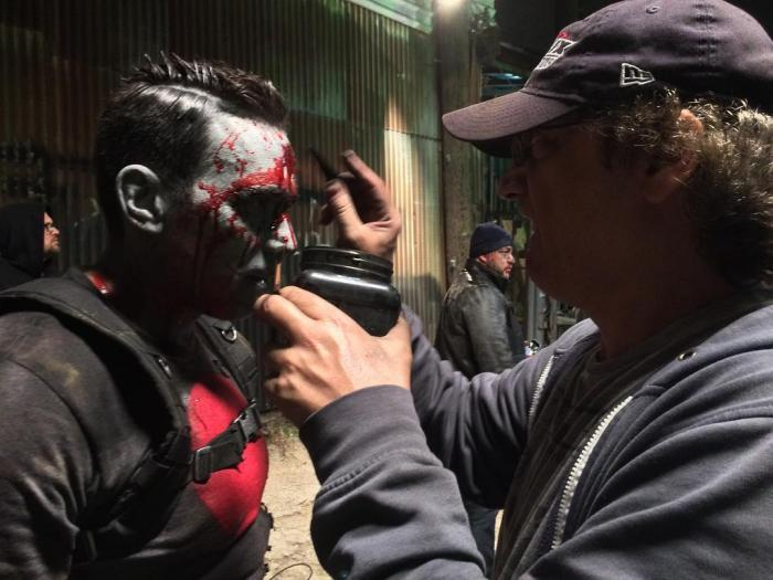 Jason David Frank como Bloodshot en el set de Ninjak vs. The Valiant Universe