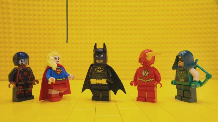 Promo de The LEGO Batman Movie con los héroes DC de The CW