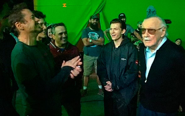 Stan Lee en el set de Avengers: Infinity War (2018)