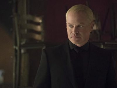 Imagen cabecera de entrada: [Series] Damien Darhk estará en The Flash y DC's Legends of Tomorrow y avanza una conexión con Vandal Savage