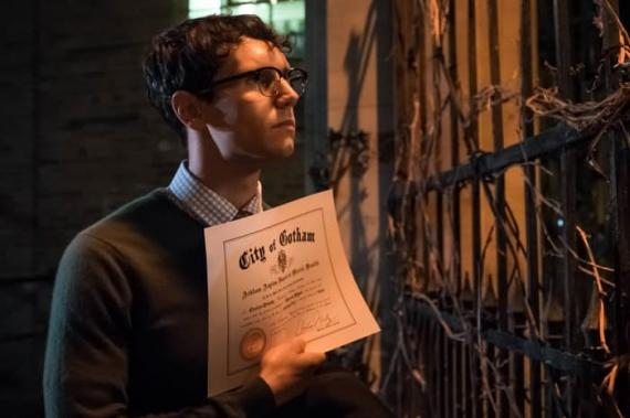 Imagen cabecera de entrada: [Series] Promo de Gotham 3×15: How the Riddler Got His Name