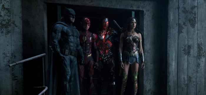 Imagen cabecera de entrada: [Cine] Liga de la Justicia: Snyder comparte imagen de Aquaman detrás de las cámaras y confirma pequeña referencia a The Dark Knight Returns