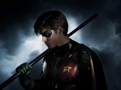 Imagen cabecera de entrada: [Series] Vistazo a Hawk y Robin detrás de las cámaras de Titans y un personaje desconocido aparece en el rodaje