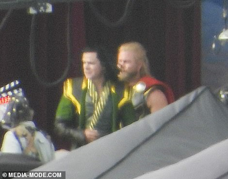 Imagen filtrada de Matt Damon y Luke Hemsworth en el set de Thor: Love and Thunder (2021)