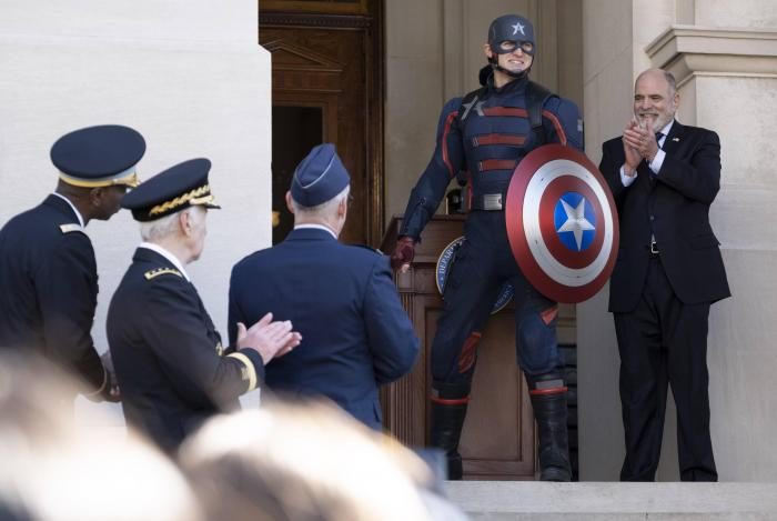 Imagen de US Agent/Captain America en The Falcon and the Winter Soldier (2021) 1x01: Nuevo Orden Mundial