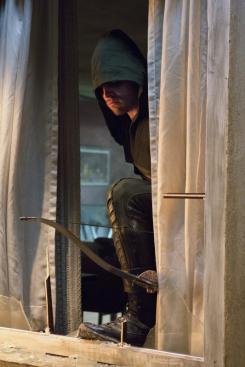 Imagen promocional de Lone Gunmen, tercer episodio de la primera temporada de Arrow