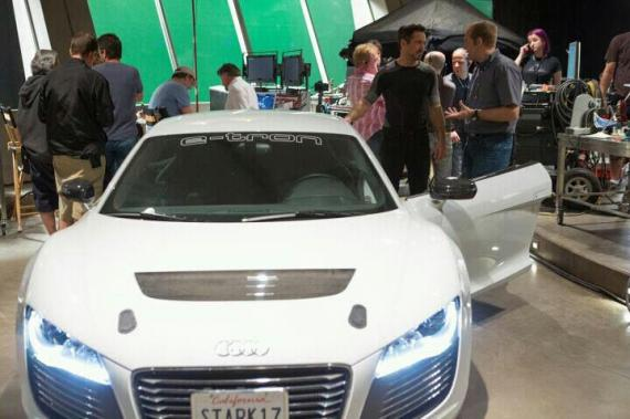 El Audi R8 e-Tron y Robert Downey Jr. en el set de Iron Man 3 (2013)