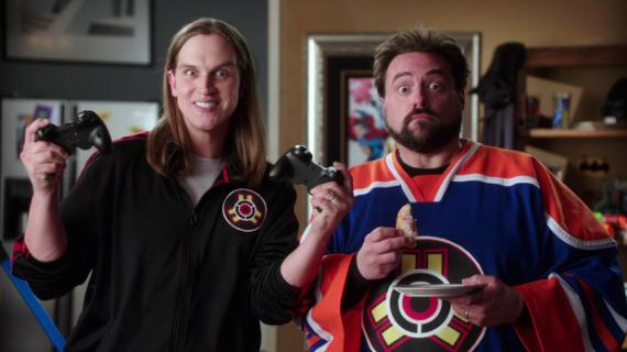 Kevin Smith y Jason Mewes en el spot de Injustice: Gods Among Us (2013)