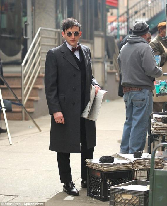 Primer vistazo a Robin Lord Taylor como Pingüino en el set de Gotham (2014) en Manhattan, Nueva York