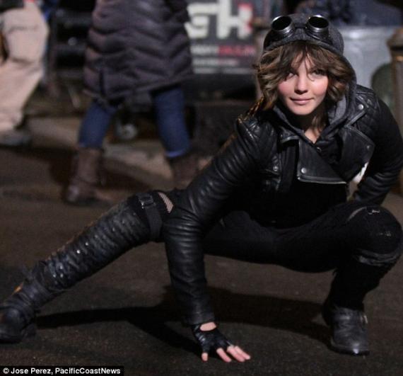 Camren Bicondova como Selina Kyle en el set de Gotham (2014)