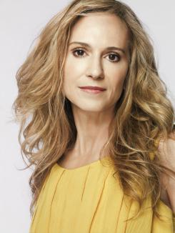 "Holly Hunter rumoreada como Leslie Thopmkins en ""Batman vs. Superman"" (2016)"