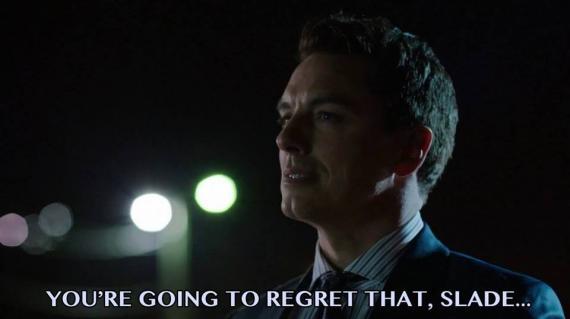 Malcolm Merlyn amenaza a Slade en este meme hecho por un fan sobre el futuro de Arrow
