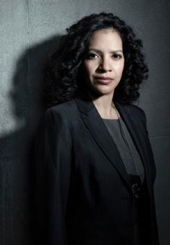 Imagen promocional de Zabryna Guevara como Sarah Essen en la serie Gotham
