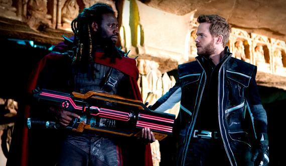 Imagen promocional de X-Men: Días del Futuro Pasado (2014), Omar Sy como Bishop y Shawn Ashmore como Bobby / Iceman / Hombre de Hielo