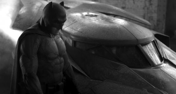 Imagen de Batman v Superman: Dawn of Justice (2016), Ben Affleck como Batman y el Batmóvil