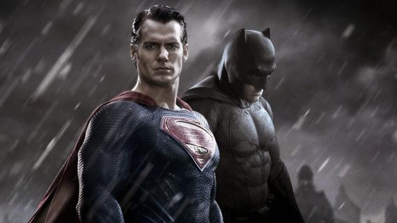 Henry Cavill como Superman y Ben Affleck como Batman en Batman v Superman: Dawn of Justice (2016)