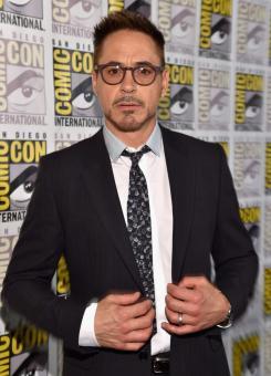 Robert Downey Jr. promocionando Los Vengadores: Era de Ultrón (2014) en la San Diego Comic Con 2014