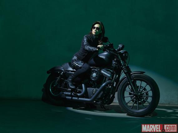 Imagen promocional de May para la segunda temporada de Agents of S.H.I.E.L.D.