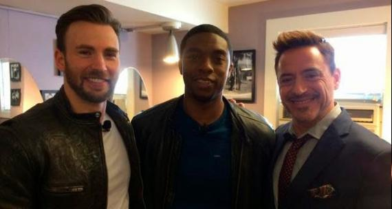 Chadwick Boseman, Chris Evans y Robert Downey Jr. en el evento misterioso de Marvel