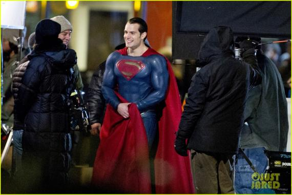 Henry Cavill como Superman en el set de Batman v Superman: Dawn of Justice (2016)
