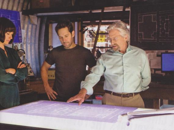 Scan del número de la revista Empire dedicado a Ant-Man (2015)