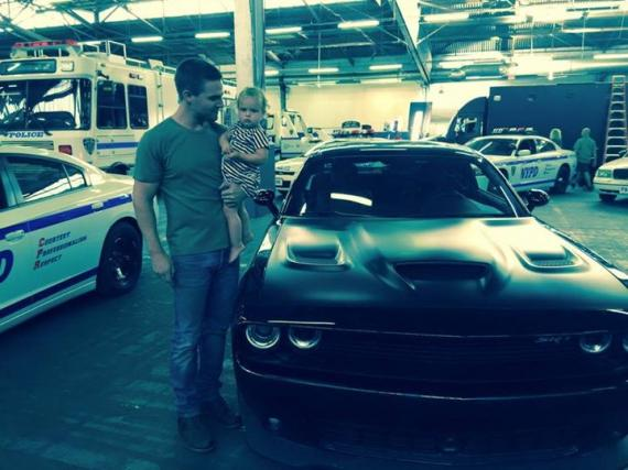 Stephen Amell muestra el coche de Casey Jones en Teenage Mutant Ninja Turtles 2 (2016)