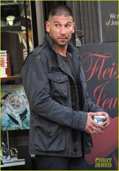 Otro vistazo a Jon Bernthal como Punisher en el set de la segunda temporada de Daredevil