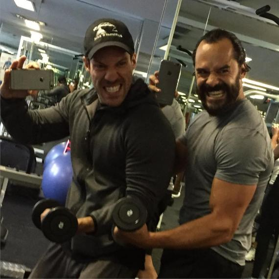 Falk Hentschel  y Casper Crump entrenándose para DC's Legends of Tomorro (2016 - ?)