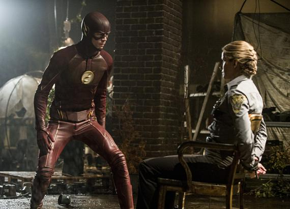 Imagen promocional de The Flash 2x02: Flash of Two Worlds