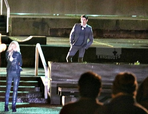 Barry Allen y Killer Frost de Tierra-2 en el set de The Flash