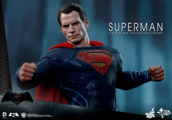 La figura de Hot Toys de Superman en Batman v Superman: Dawn of Justice (2016)