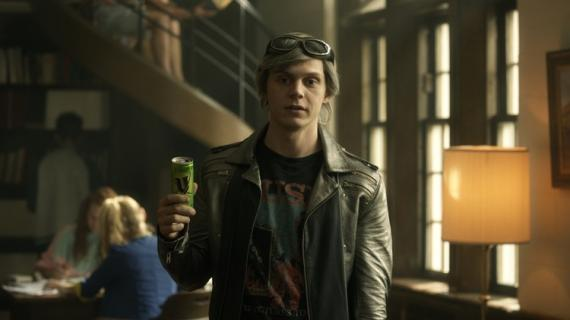 Evan Peters como Quicksilver en una imagen promocional de X-Men: Apocalipsis (2016)