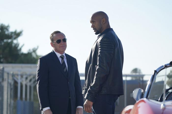 Imagen de Agentes de S.H.I.E.L.D. 4×04: Let Me Stand Next to Your Fire