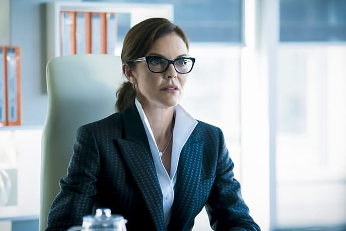 Imagen de The Flash 3x05: Monster, Susan Walters es la doctora Carol Tannhauser
