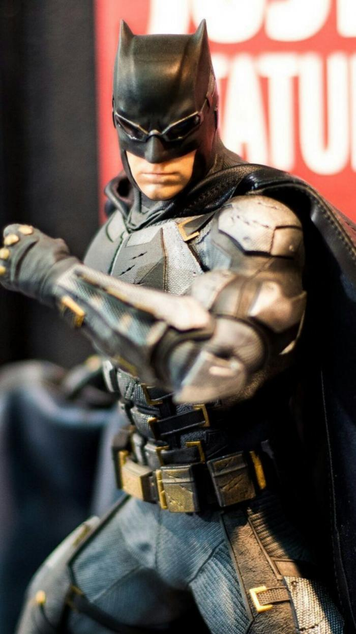 Figura de Batman con la Tactical Suit en Justice League (2017)