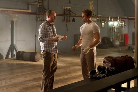 Joss Whedon y Chris Evans en el set de The Avengers / Los Vengadores (2012)