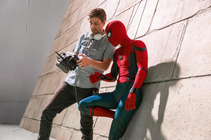 Imagen del set de rodaje de Spider-Man: Homecoming (2017), director Jon Watts y Tom Holland
