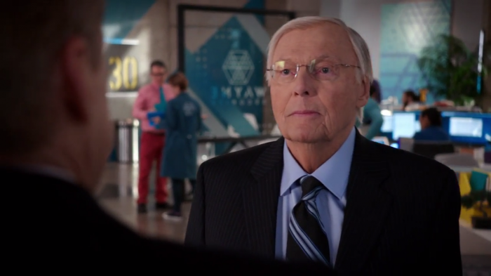 Adam West hace aparición en el episodio 1x11: Win, Luthor, Draw de Powerless (2017)