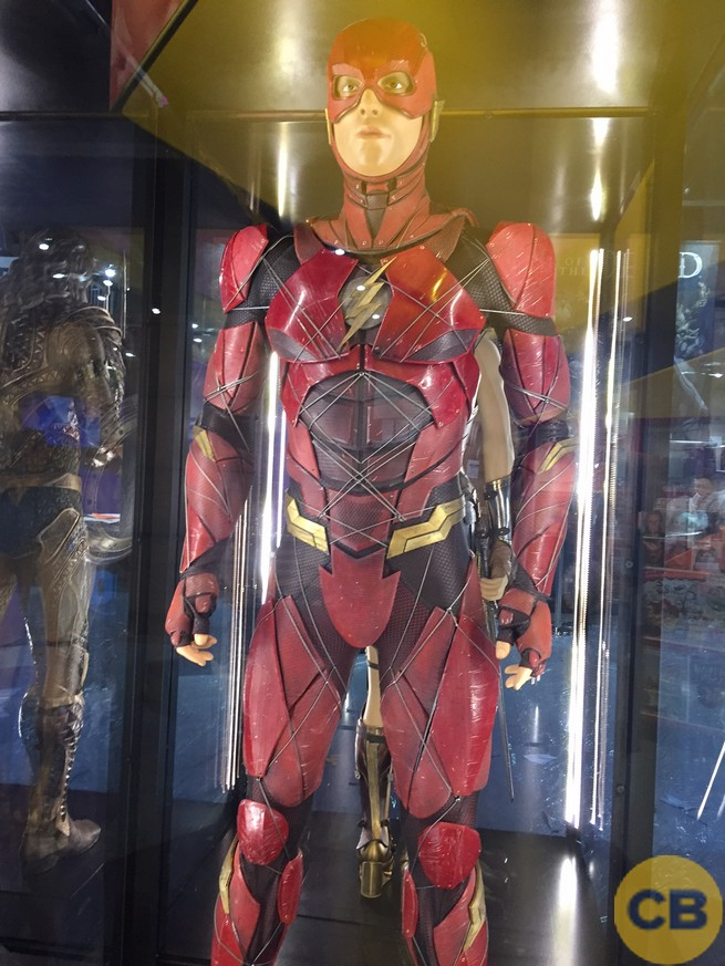 Traje de The Flash expuesto en la San Diego Comic Con 2017)