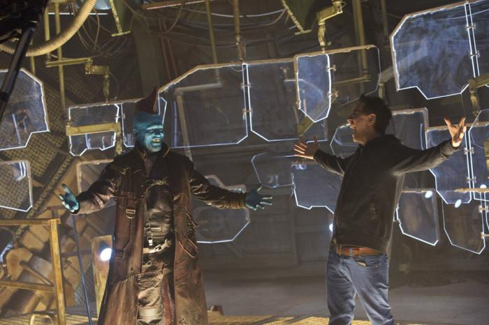 Imagen del set de Guardianes de la Galaxia Vol. 2 (2017) con James Gunn y Michael Rooker