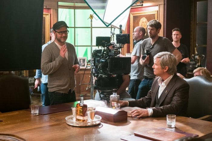 Imagen oficial del set de Kingsman: The Golden Circle (2017), director Matthew Vaughn y el actor Jeff Bridges