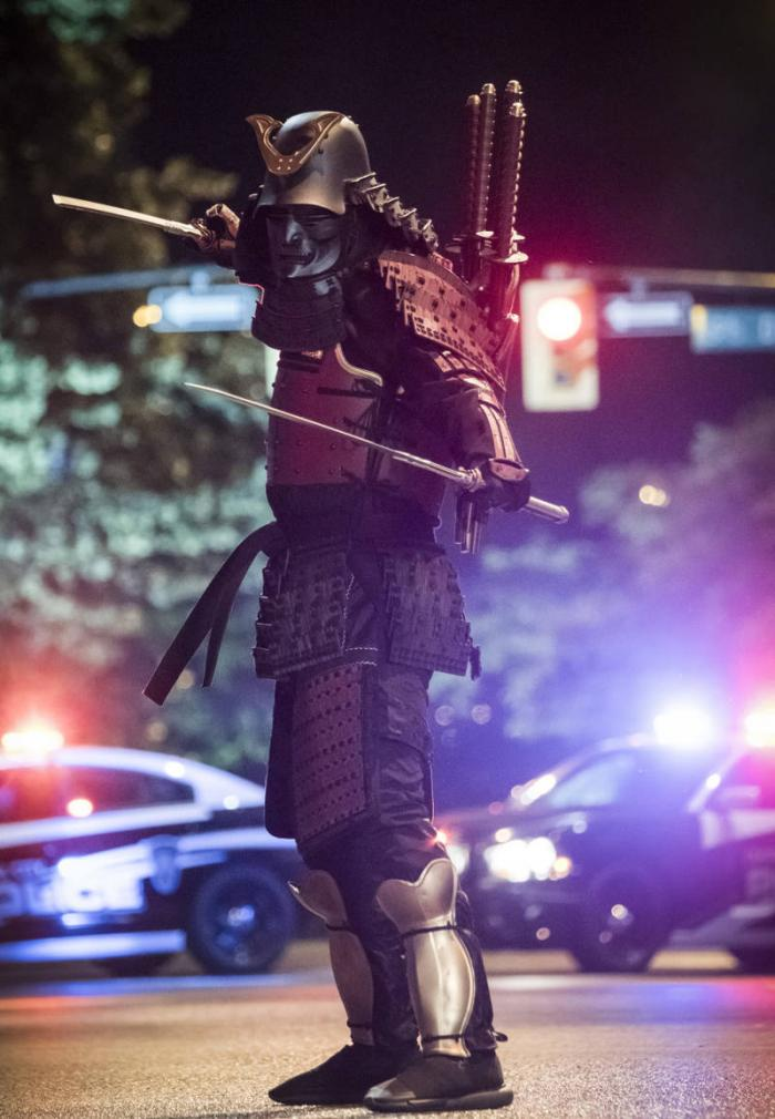 Imagen del 4x01 de The Flash (2014 - ?), titulado The Flash Reborn