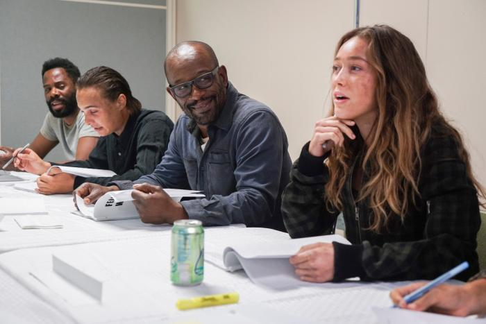 Lennie James junto al reparto de Fear The Walking Dead trabajando en la cuarta temporada