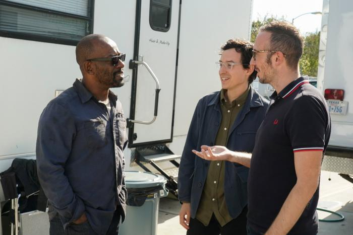 Lennie James junto al equipo de Fear The Walking Dead trabajando en la cuarta temporada