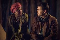 Imagen de Legends of Tomorrow 3x17: Guest Starring John Noble