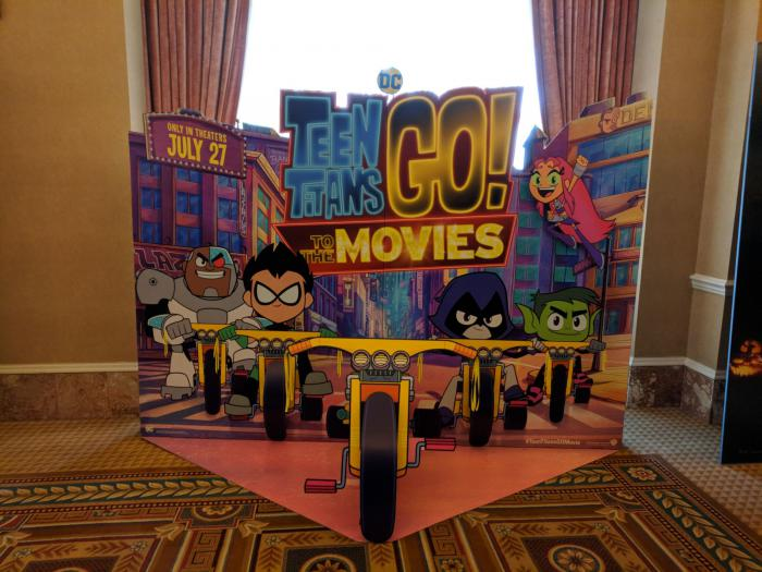 Standee de Teen Titans GO! to the Movies (2018) mostrado en la CinemaCon