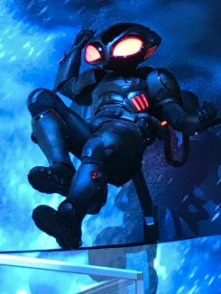 Black Manta en el display de Aquaman (2018) en la San Diego Comic Con