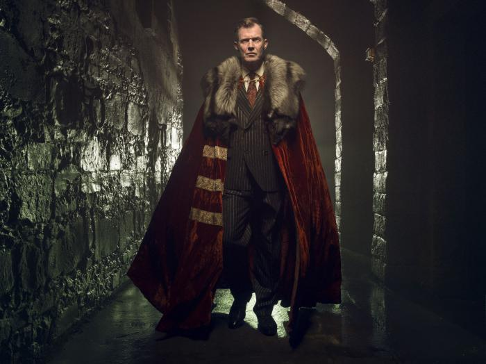 Jason Flemyng es Lord Harwood en Pennyworth